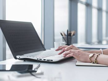 hands on laptop